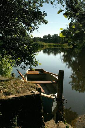 Horgászni megy? Mindig legyen mentőmellény a csónakban!