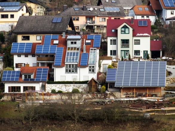 Napelemek megadóztatása: alacsony összegű az új termékdíj