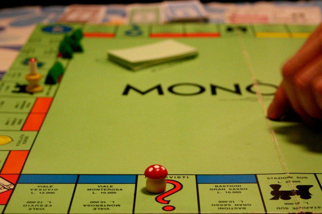 Egy klasszikus társasjáték, a mely megtanít a vállalkozói életre: Monopoly bankkártyás!